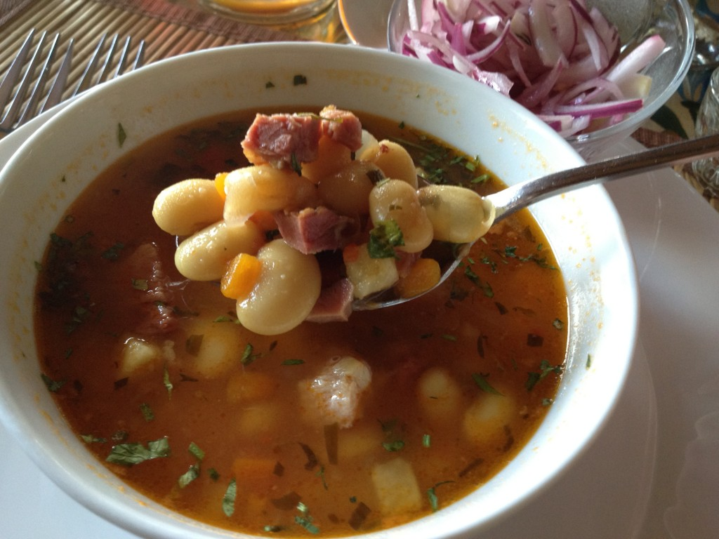 Ciorba de fasole cu ciolan (Bean soup with pork)